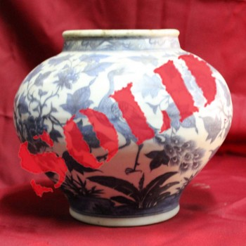 Antique Chinese porcelain early Ming dynasty vase