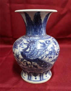 Early Qing dynasty Porcelain Vase