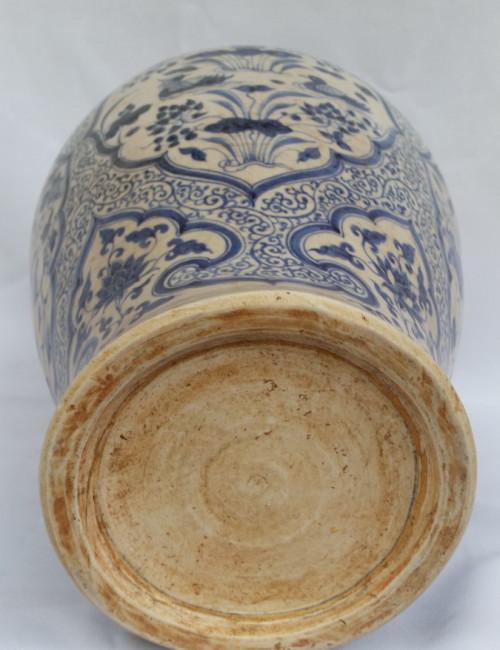 Ming vase porcelain