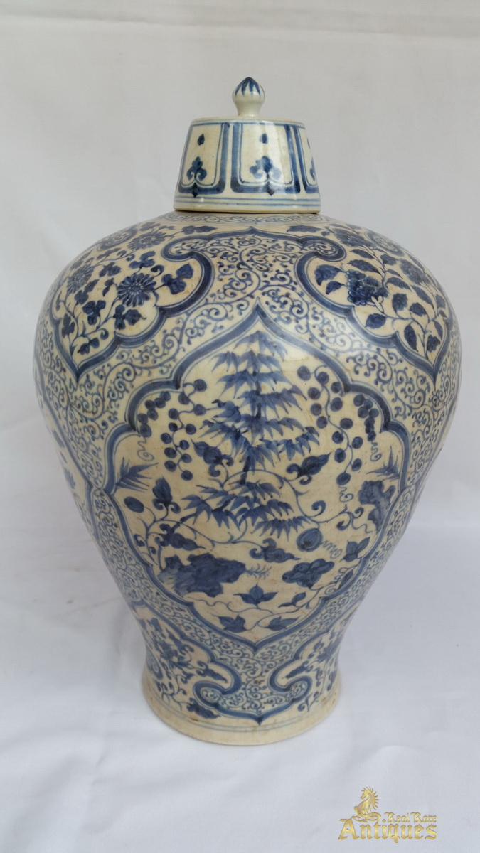 antique chinese blue and white porcelain ming vase with cover