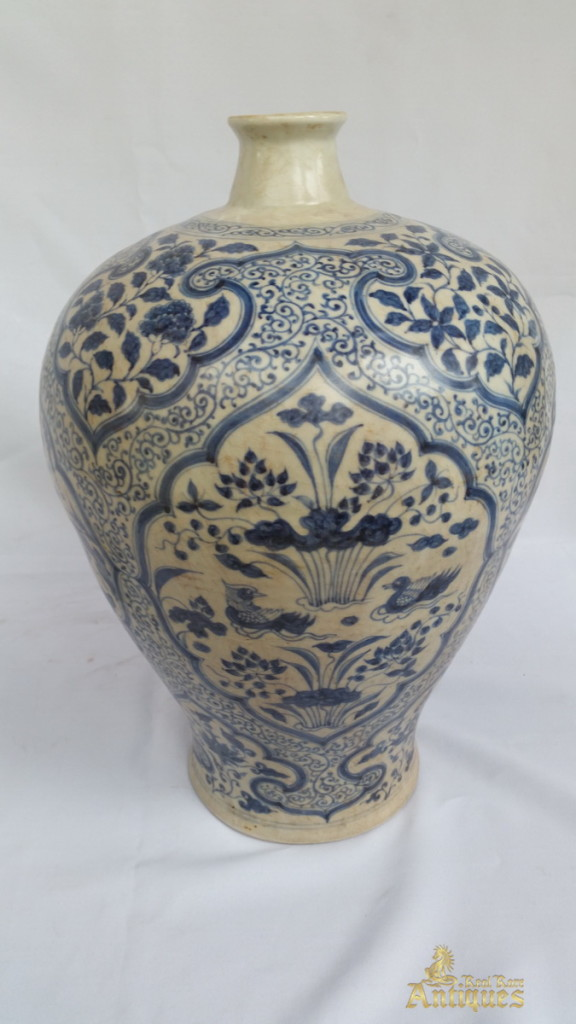 Antique Chinese Blue And White Porcelain Ming Vase With Cover Real